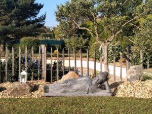 Bouddha allongé Gris - Statue Décoration Extérieure - Flora Déco
