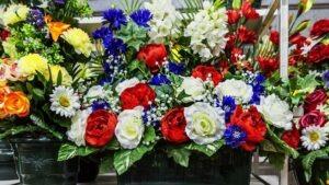 Composition de Fleurs Funéraires Flora Déco -Rendre Hommage aux Morts pour la Patrie - Bleu, Blanc, Rouge